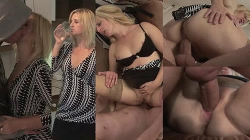 Tuttifrutti.club - Milf - Slutty porn-mom at home (HD/720p/912 MB)