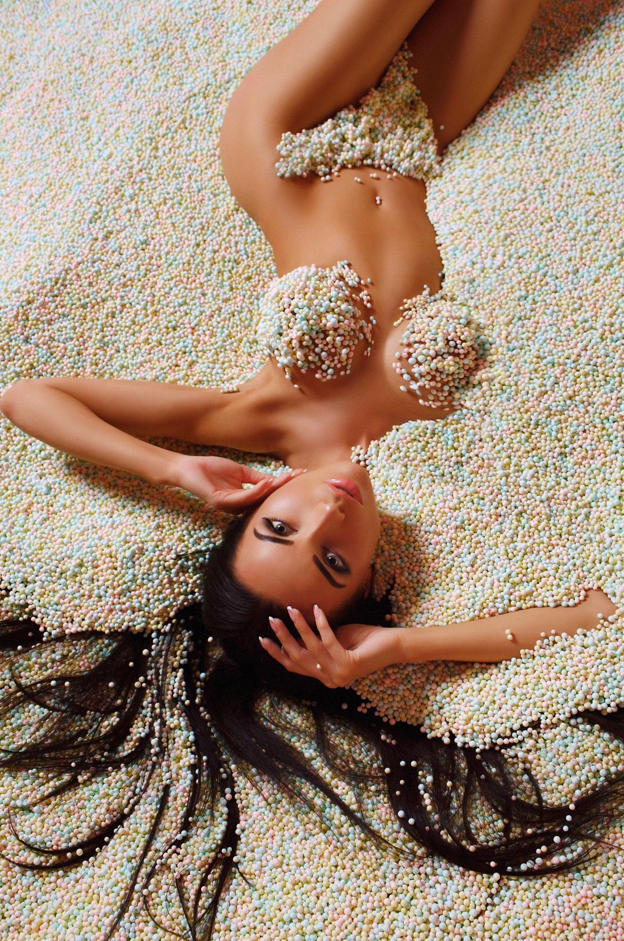 Марианна Маркина купается в сладостях / фото 08