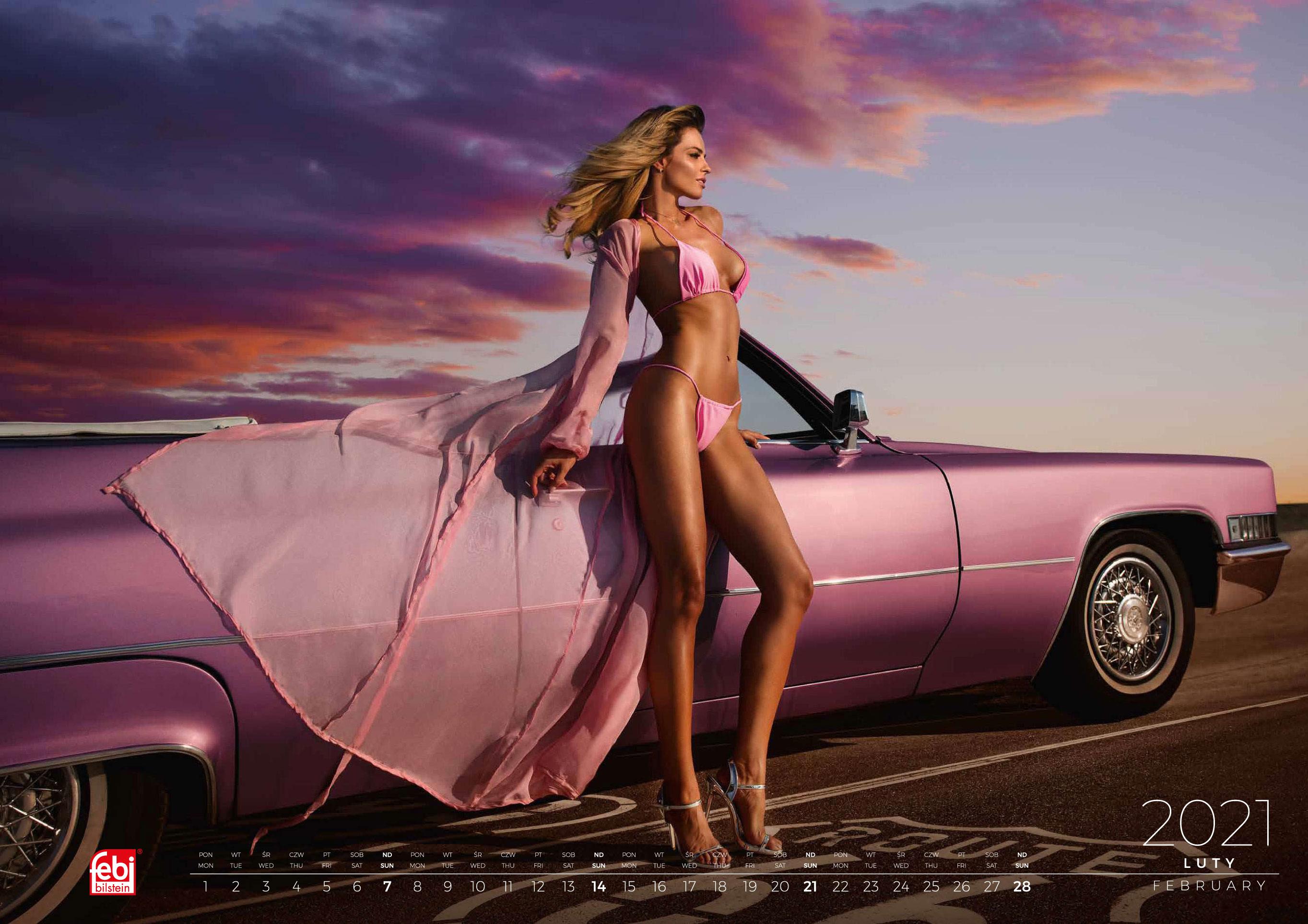 календарь с девушками и автомобилями на 2021 год / февраль
