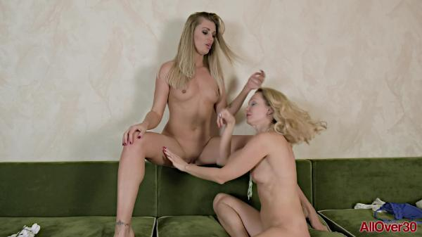 All Over – 01 Bella Bond And Foxy Love Ladies On Ladies