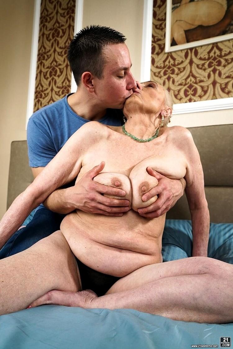 Sila, Rob - Look At Those Tits! (Lusty Grandmas/21Sextreme/21Sextury) FullHD 1080p